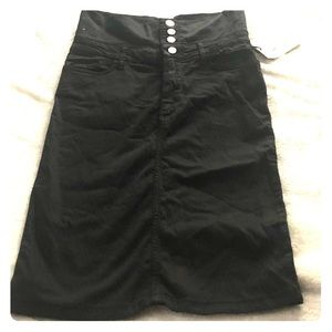 Zara, below the knee, high waisted, skirt. Black S